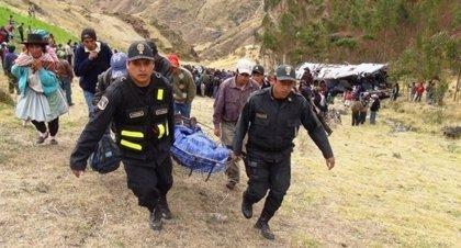 Aumenta a 23 el número de fallecidos después de que un autobús se precipitara por un barranco en Perú