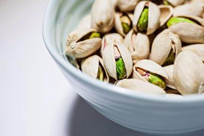 Por qué comer pistachos reduce el riesgo de sufrir enfermedades cardíacas