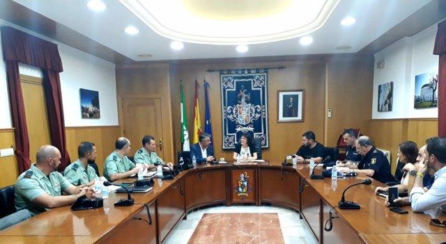 Valenzuela (centro), en la Junta Local de Seguridad de Hinojosa del Duque
