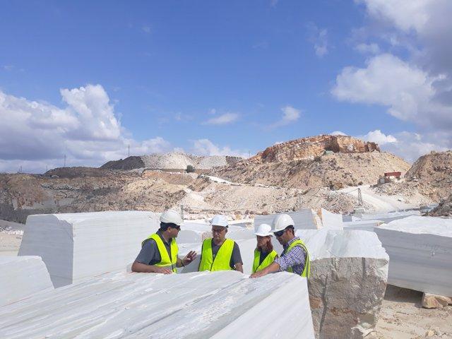 El arquitecto Pedro Salmerón visita las canteras de Macael