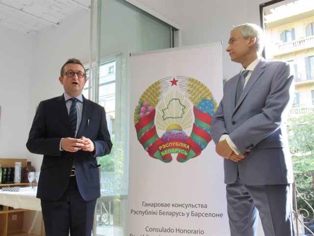 Cónsul de Bielorrusia en Barcelona Cristian Balcells, embajador Pavel Latushka