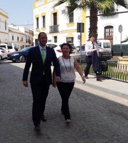 Gómez de Celis con la alcaldesa de Marchena