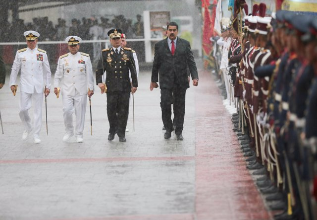 Maduro en el desfile de la FANB