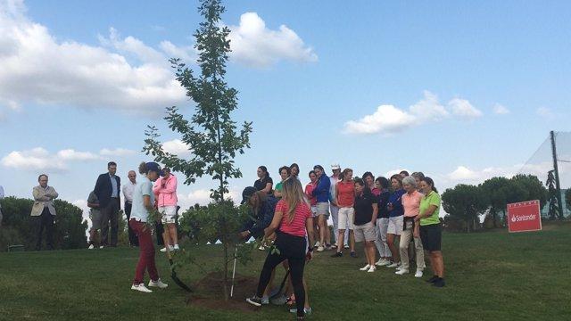 Emma Villacieros y Celia Barquín, homenajeadas por el Santander Golf Tour