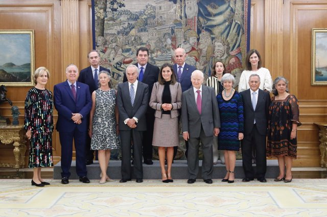 La Reina Letizia recibe a la comisión de pintura virreinal del Museo del Prado