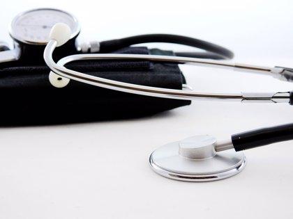 Los médicos que examinan a inmigrantes en Estados Unidos tienen antecedentes penales