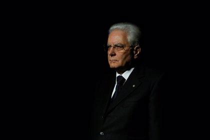 El presidente de Italia pide al ministro de Economía que no renuncie