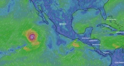 El huracán 'Rosa' se fortalece a categoría cuatro a su paso por el Pacífico
