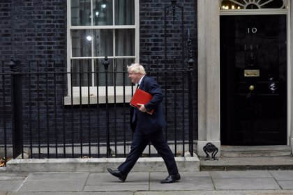 Johnson insta a May a deshacerse de su plan para el Brexit