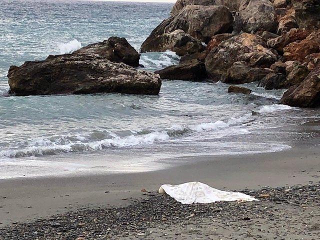 Aparición de un cadáver en la playa de La Herradura