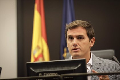 """Rivera acusa a Sánchez de querer """"indultar"""" a los golpistas en Cataluña: """"Se están excediendo en la presión a jueces"""""""