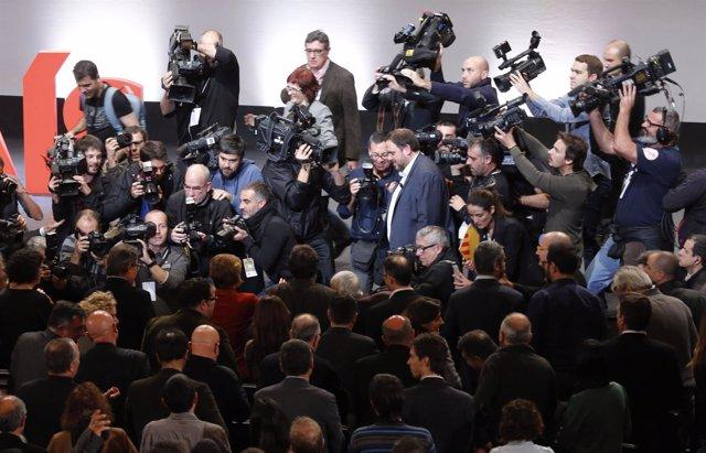 Periodistas rodean a Oriol Junqueras