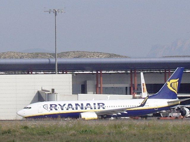 Avión De Ryanair En El Aeropuerto De El Altet