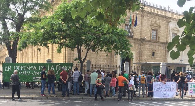 Protestas ante el Parlamento