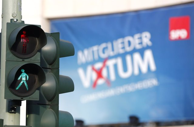 Semáforo junto a la sede del SPD en Berlín