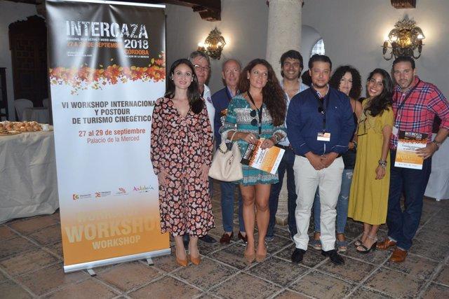 Gómez (izda.) durante la Bolsa de Comercialización de Turismo Cinegético