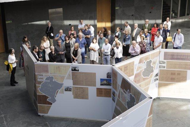Exposición sobre arquitectura en el Parlamento de Navarra.