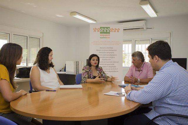 [Sevilla] Foto Y Np Pp De Sevilla Firma Un Convenio Con Aspanridown Para La Real