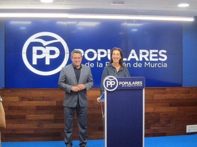 Nuria Fuentes, junto al alcalde de Alcantarilla, Joaquín Buendía