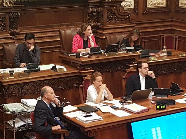 Teniente alcalde Gerardo Pisarello, alcaldesa Ada Colau, pleno de Barcelona