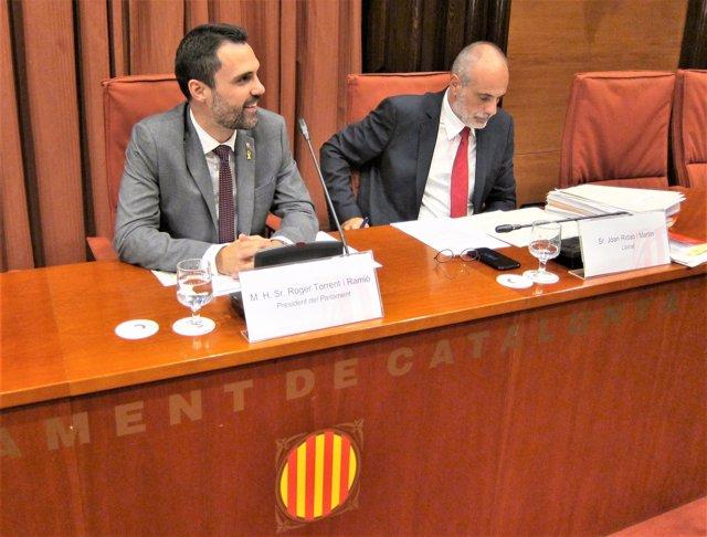 Roger Torrent (presidente del Parlament) Joan Ridao (letrado del Parlament)
