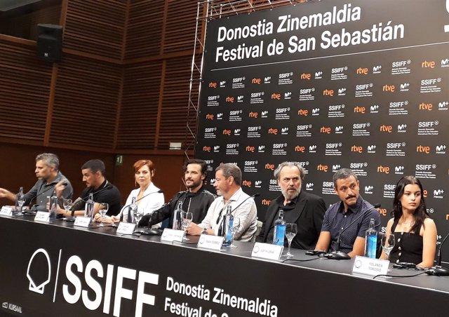 Equipo de la serie 'Gigantes' en el Festival de San Sebastián