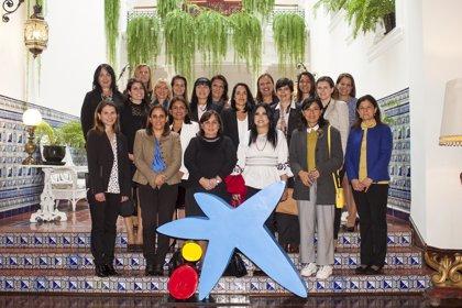 CaixaBank aborda la presencia de la directiva en el sector financiero de Perú