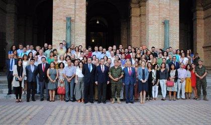 Cuartel General de la Fuerza Terrestre celebra en Sevilla el izado de bandera con personal de Sevillana Endesa