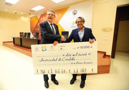 Pharmex entrega a la Universidad de Córdoba un total de 10.000 euros tras batir el reto de los 15 millones de pasos