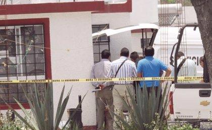Pobladores golpean y queman vivo a un funcionario de la Fiscalía de México por hacer fotografías a menores