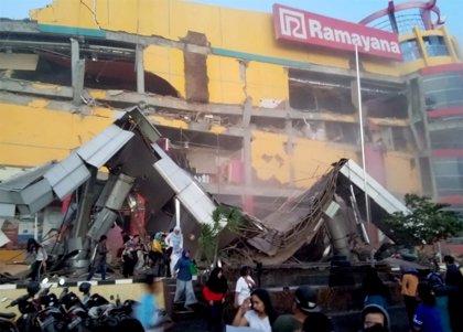 Al menos 48 muertos por los terremotos y el posterior tsunami de dos metros en la isla de Célebes (Indonesia)