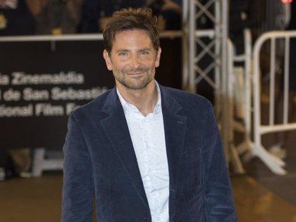 Bradley Cooper aterriza en San Sebastián y enloquece a sus 'fans'