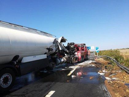 Junta activa el nivel 1 del Plan de Emergencia en Huelva tras la colisión mortal de un camión con gasoil