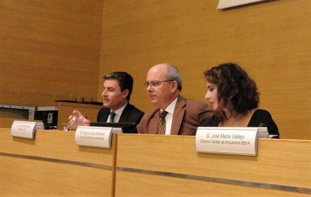 María Jesús Montero con empresarios en Cádiz