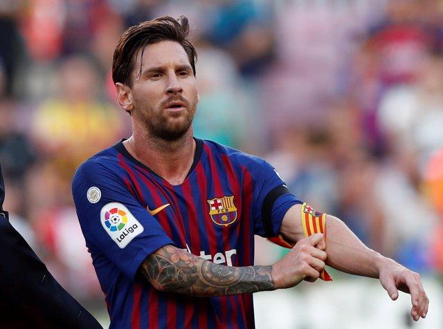 Lionel Messi se quita el brazalete de capitán del FC Barcelona