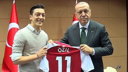 "El presidente turco Erdogan critica a Alemania por ""marginar"" a Özil"