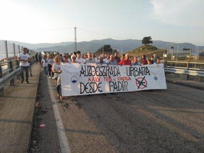 Vecinos de Teis y Chapela se manifiestan para pedir la supresión del peaje de la AP-9 en la entrada a Vigo