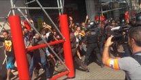 Els Mossos carreguen contra inpependentistas al centre de Barcelona