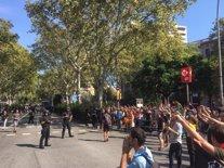 Manifestants de Jusapol i l'esquerra independentista en plaça d'Urquinaona