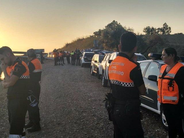 Voluntarios en la búsqueda de un desaparecido en El Priorato, Lora del Río