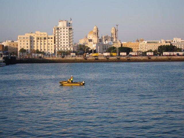 Vista Del Puerto De La Bahía De Cádiz