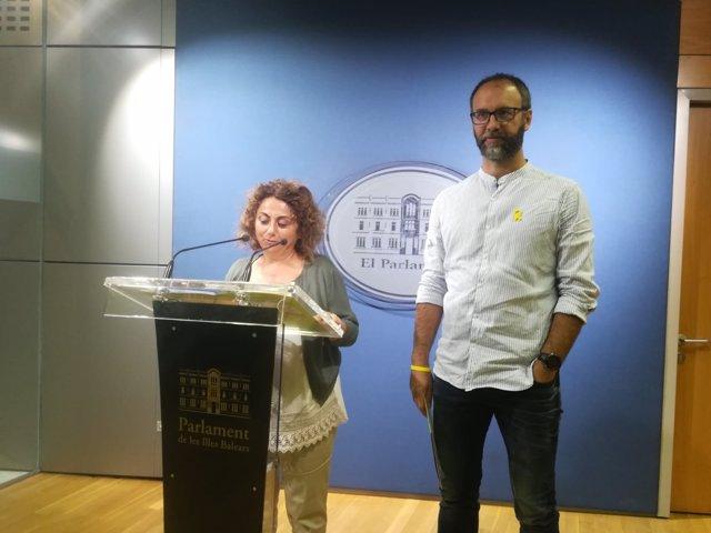 Los diputados de MÉS Joana Aina Campomar y Miquel Gallardo