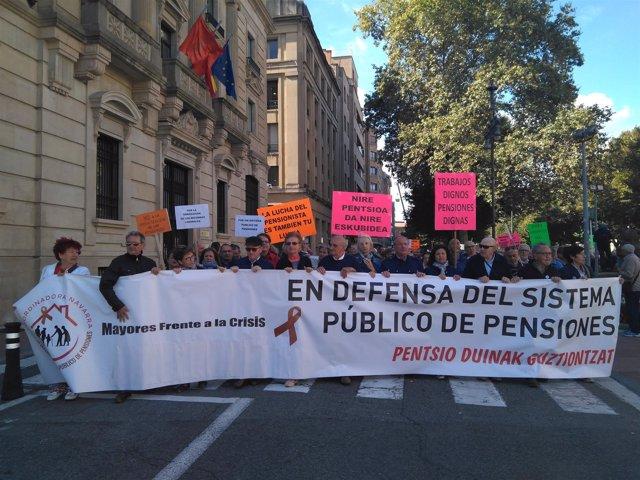 """Manifestación de pensionistas en Pamplona para exigir pensiones """"dignas"""""""