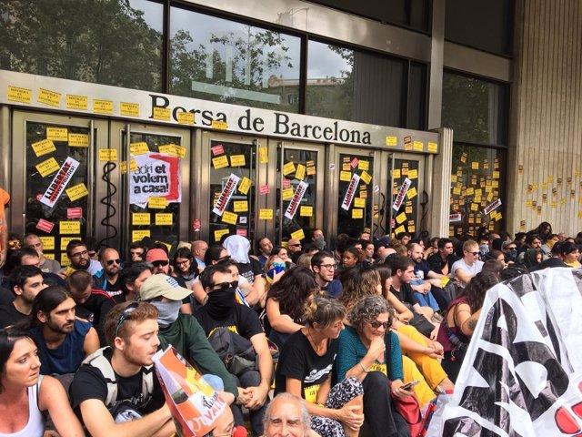 Los CDR protestan en la Bolsa de Barcelona