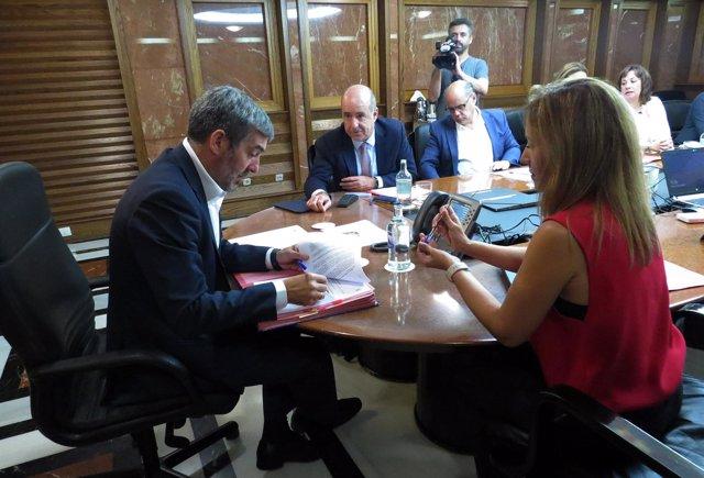 El presidente de Canarias, Fernando Clavijo, encabeza la reunión del Consejo