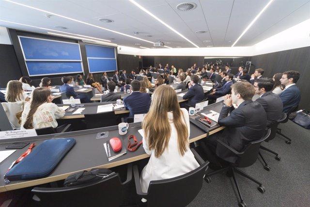 Alumnos de uno de los másters que se imparten en el nuevo campus de Madrid