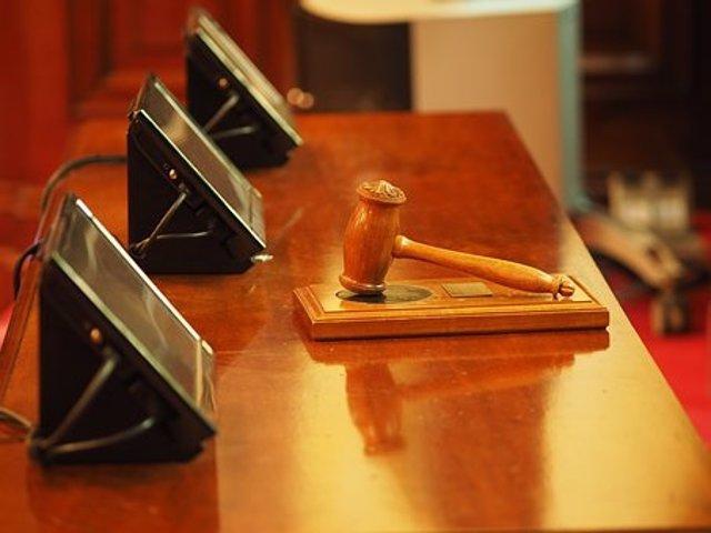 Juez. Martillo. Juzgado