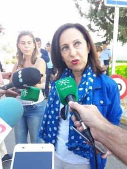 La ministra de Defensa, Margarita Robles, en Armilla (Granada)