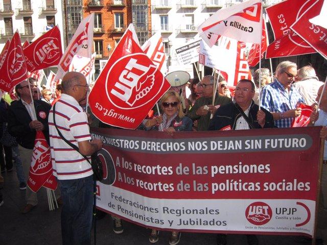 Concentración de las secciones de Pensionistas de los sindicatos CCOO y UGT.