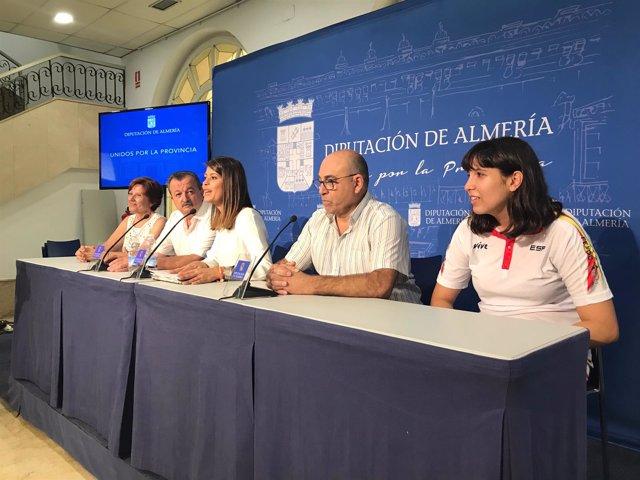 La diputada de Deportes, junto al vicepresidente de Fanddi y Rosana Vita.